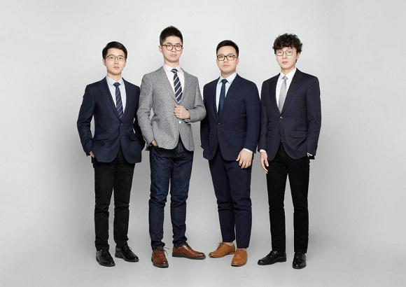 住范儿CEO刘羡然(左二)和团队