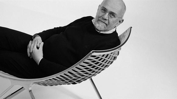 设计Loom Lounge Chair的意大利知名设计师Franco Poli