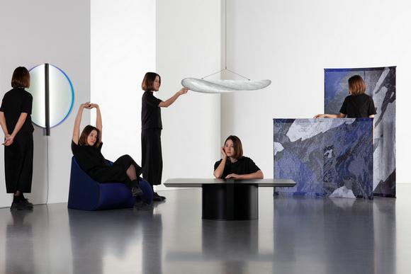 """设计师希望这五件作品可以成为全球""""游牧家庭""""的家具必需品。"""
