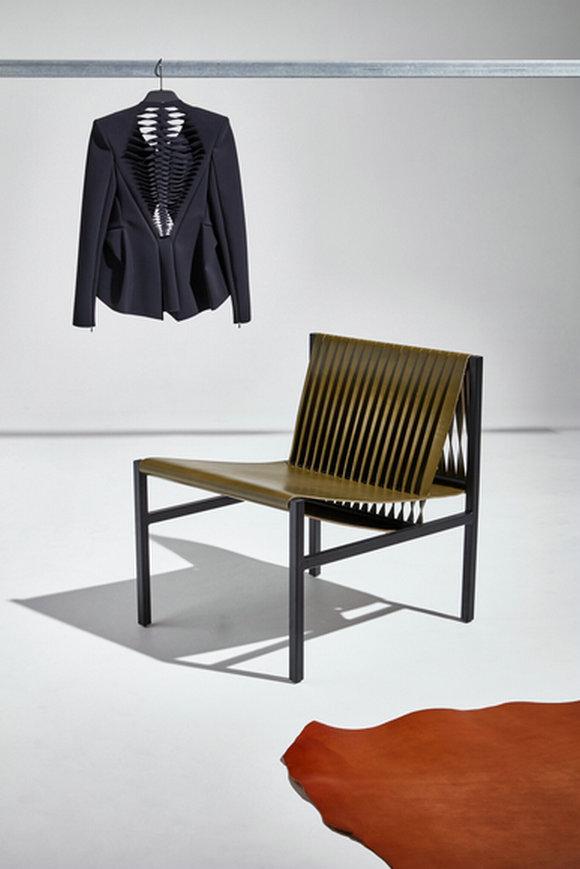 DL系列的灵感来源于服装设计,设计师采用了他在时装设计中使用的编织、裁剪等工艺。