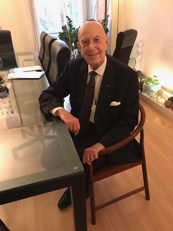 欧洲设计中心主席Mario Boselli以38万元高价收藏合椅