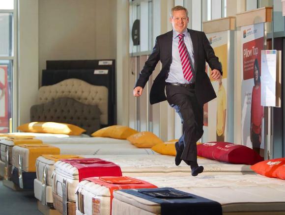 大跌宕:从1.5万到34亿,再到破产重生,美国最大床垫零售商传奇之路