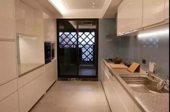 """台湾公寓内安装的松下整体厨房""""L CLASS"""""""