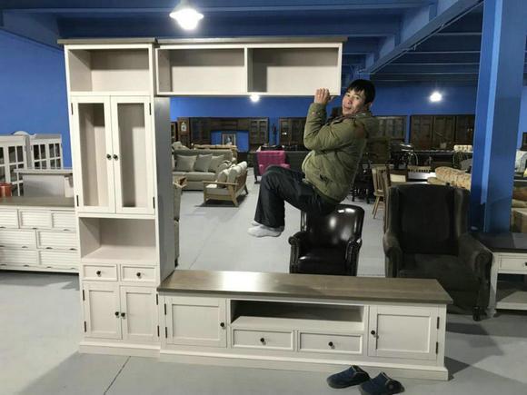 """家仕伯家具研发的""""连体柜"""",吊柜可承受50KG重量"""