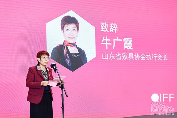 01山东省家具协会执行会长牛广霞女士精彩致辞