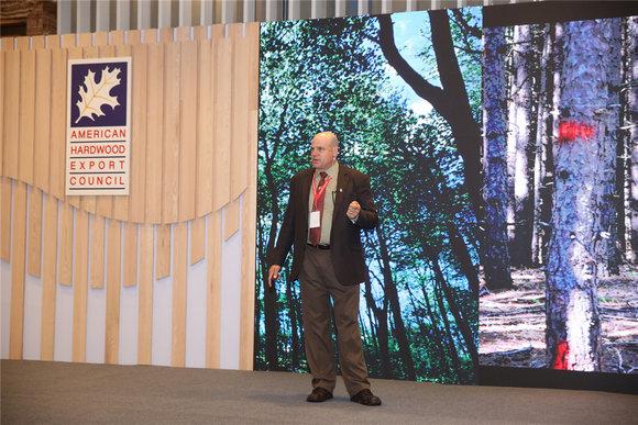 8.美国威斯康辛大学森林及野生动植物生态系教授及木制品专家斯科特•鲍威博士(美国)分享美国阔叶木资源及其可持续发展的特性