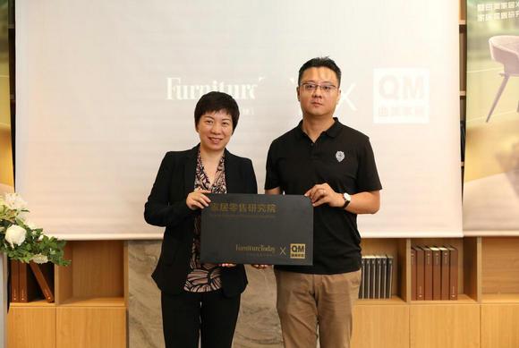曲美家居副总裁吴娜妮女士与《今日家具》出版人阎栋先生